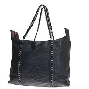 🌺Beautiful🌺 LARGE Chanel zippered tote